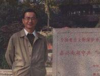 华东师范大学教授,博士生导师,国土开发与区域经济研究所副所长、建设部城乡规划专家委员会委员、上海生产力学会副会长